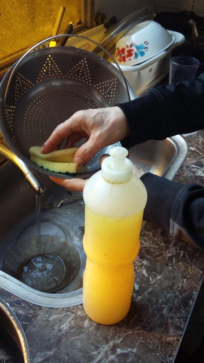 Usos en la cocina del detergente cológico de naranjas